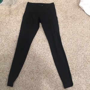 Old Navy Activewear leggings with mesh and pocket